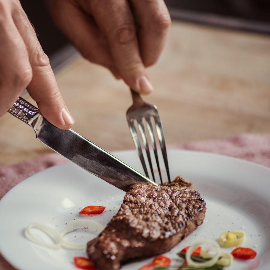 איך השתלת שיניים, ולעיסת מזון מוצק קשורים לבריאות שלכם