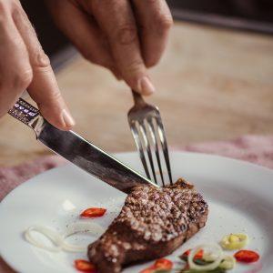 השתלות שיניים ולעיסת מזון מוצק
